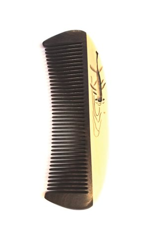 8100927 | Tan's Chacate Preto wooden comb With Handpainted fish design
